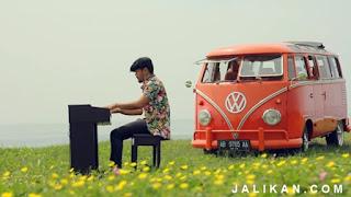 Lirik dan MP3 Lagu Satya Jun Bintang feat Tika Pagraky