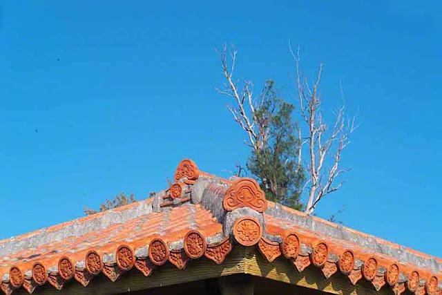 Tiled roof, Okinawa, trees, sky