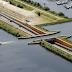 Di Belanda, dibangun jembatan air