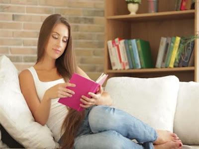 هل يسبب «الجينز» العقم للنساء أيضاً امرأة تقرأ كتاب