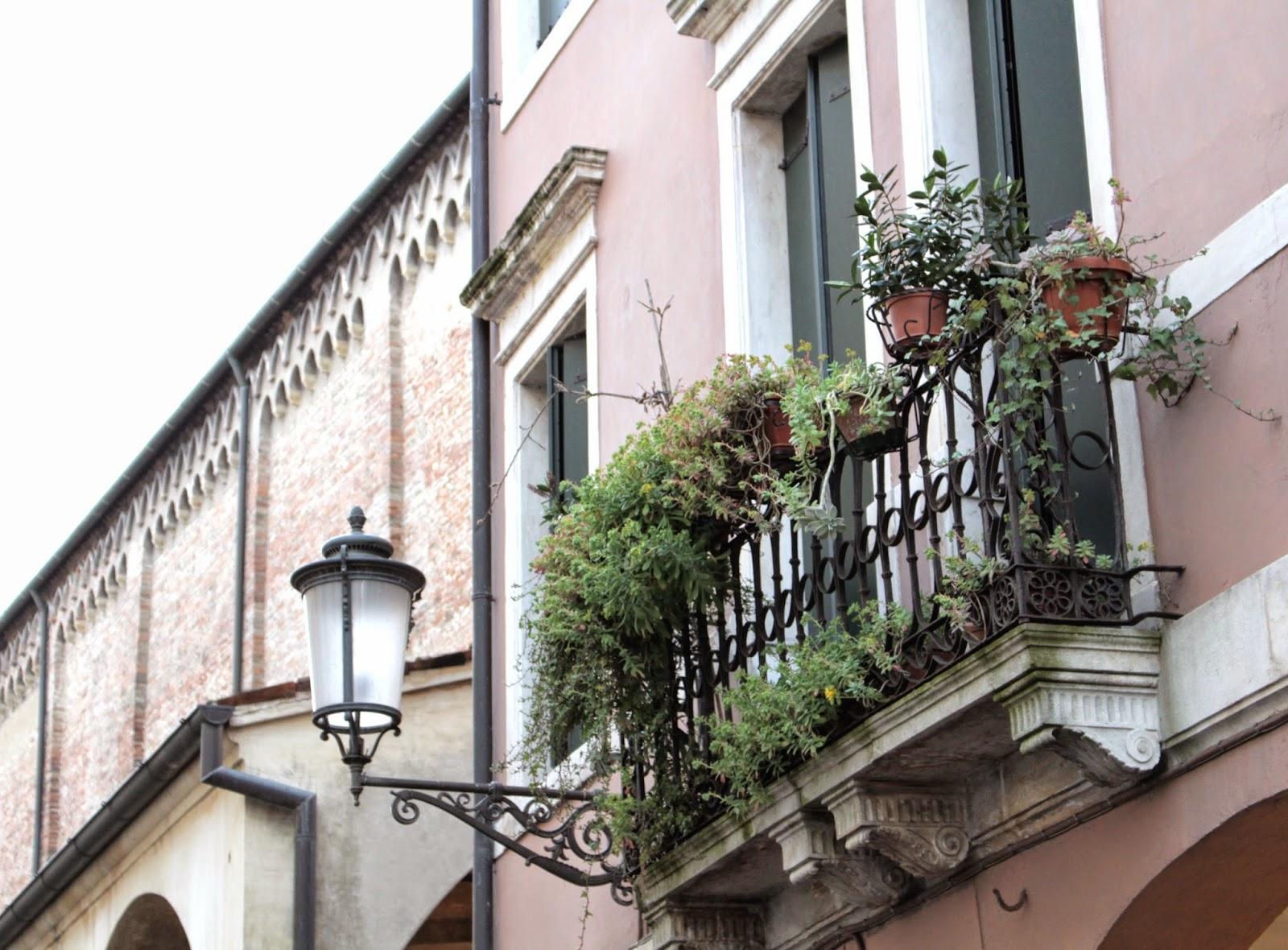 balcón-con-plantas-padova