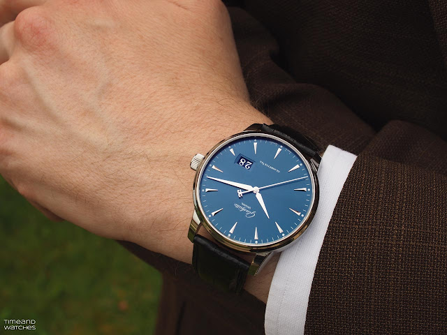 Wristshot of the Glashütte Original Senator Excellence Panorama Date