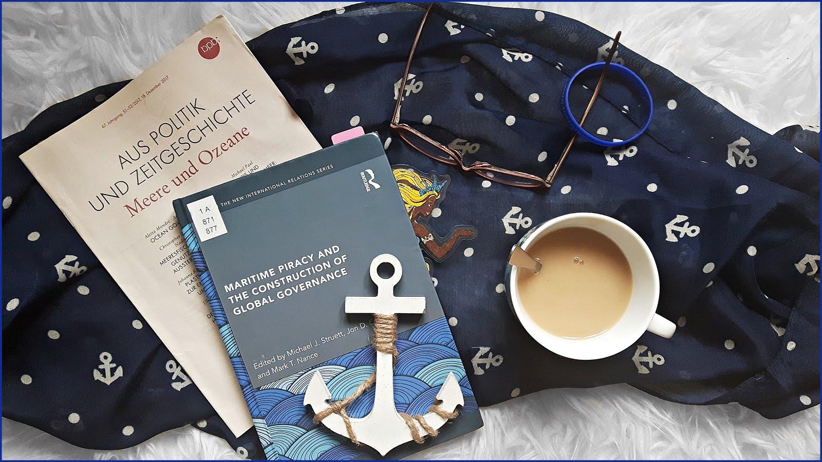 Corona Kein Panik Coronapanik Don´t Panic Bachelorarbeit Maritime Piracy Tee