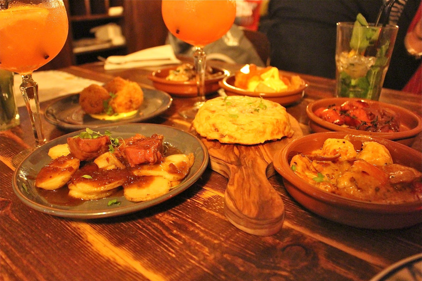 For cocktails and tapas at la tasca studded kisses