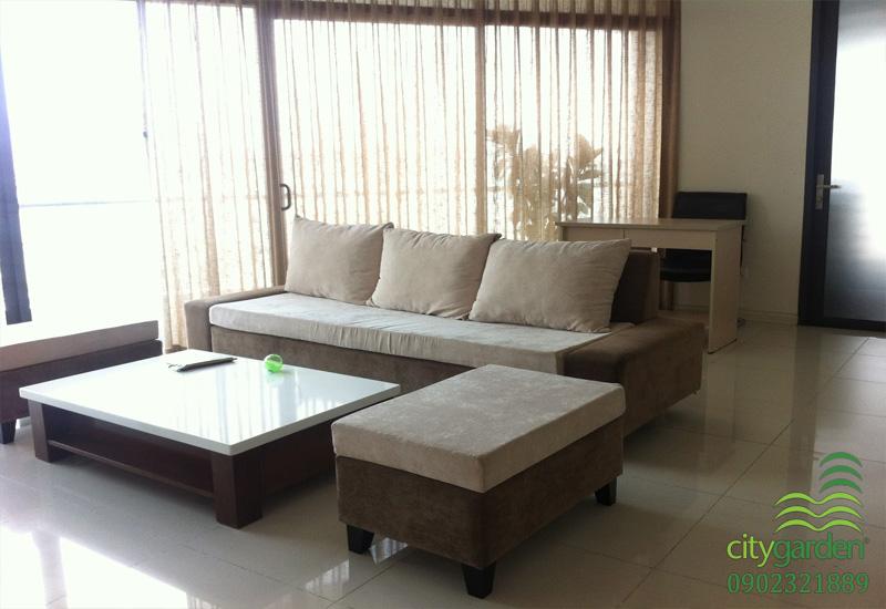 sofa và bàn làm việc tại phòng khách