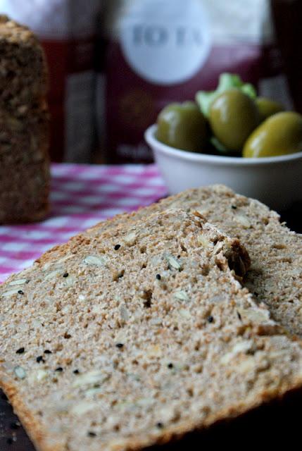 mąka TOTA,chleb razowy,chleb wieloraziarnisty,domowy chleb,chleb graham,zdrowy chleb z ziarnami,chleb ze słonecznikiem,katarzyna franiszyn luciano,z kuchni do kuchni,