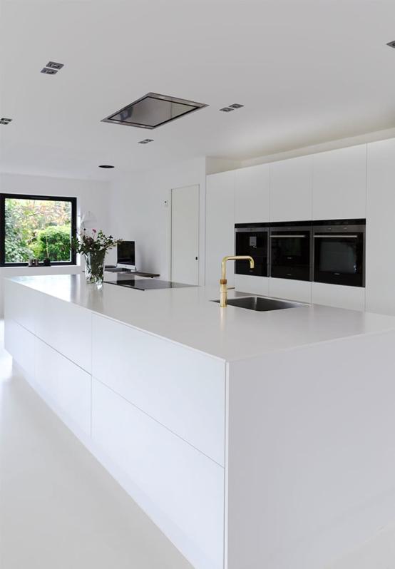 muebles de cocina minimalistas en blanco