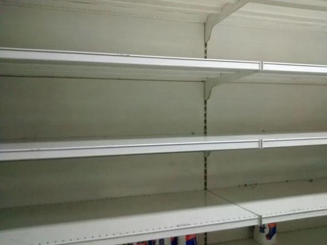 Consumidores frustrados y neveras vacías en supermercados de Caracas