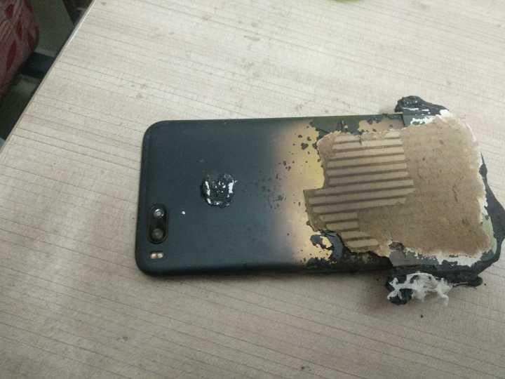 Ponsel Xiaomi Mi A1 Dilaporkan Meledak Pada Saat Mengisi Daya ( Charging / Cas  )