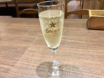 三軒茶屋にあるビッグベアのスパークリングワイン