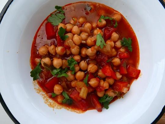 Zupa hiszpańska z ciecierzycą