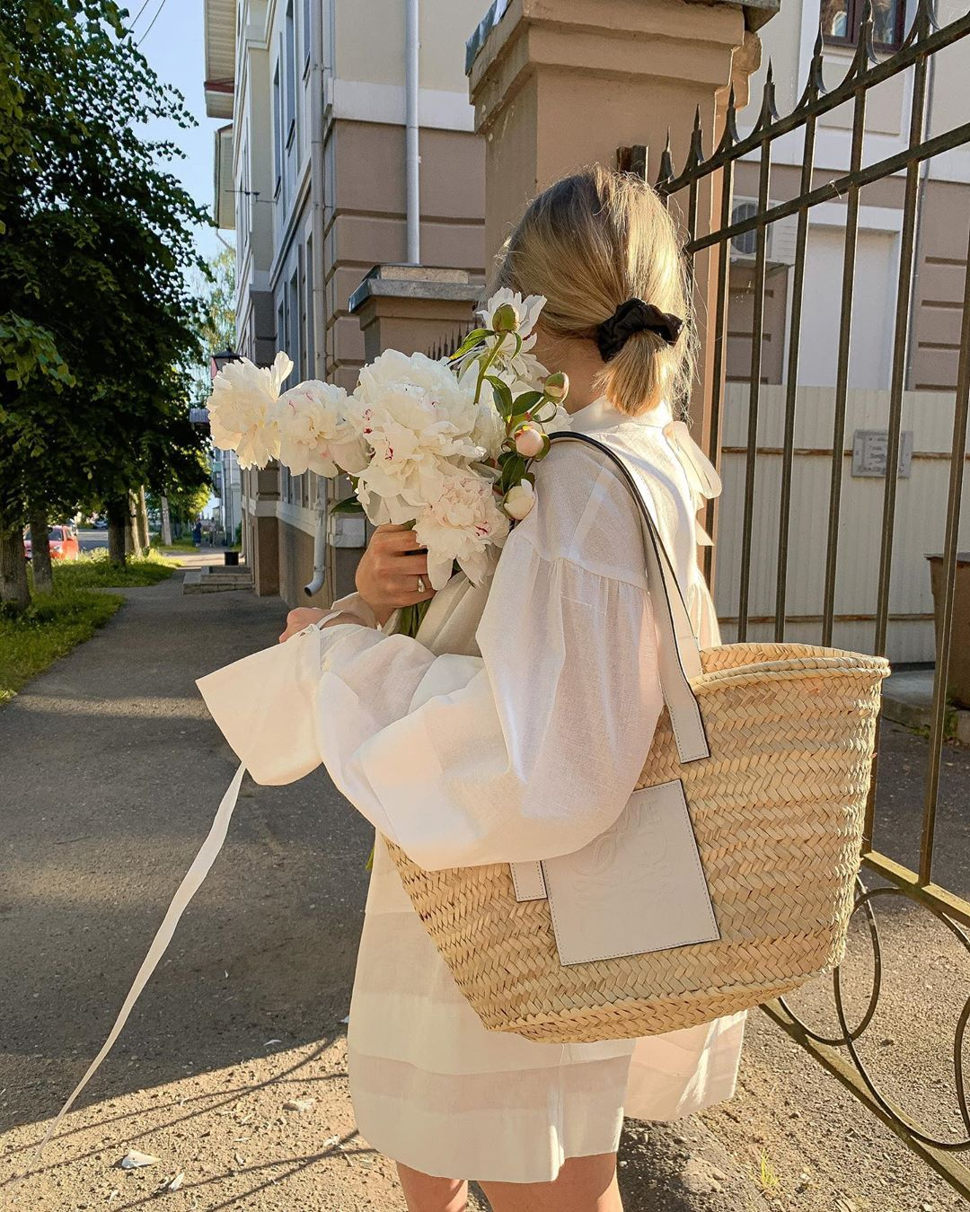 25 Summer Totes Fashion Editors Love — @marie_sinitsina Instagram Outfit With Loewe Raffia Basket Tote