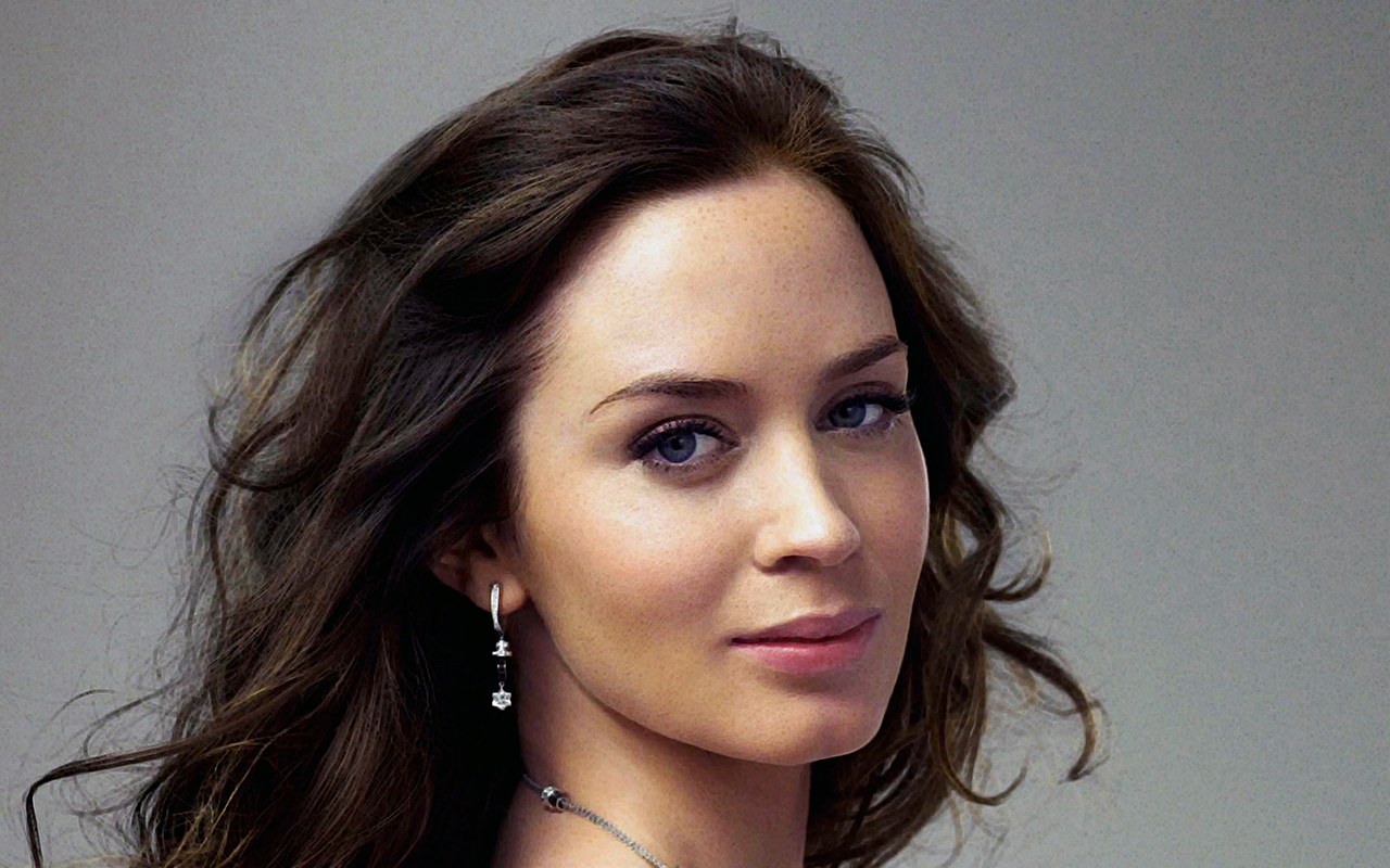 Emily Blunt Biography ...
