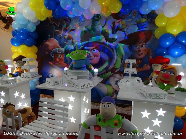 Mesa decorada Toy Story  para festa infantil