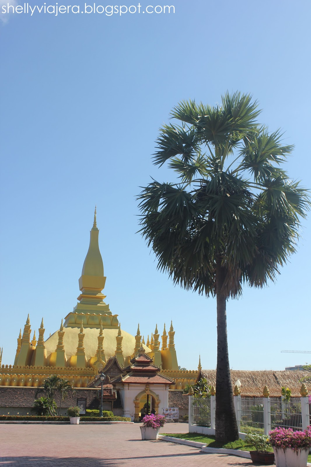 When in laos pha that luang shelly viajera travel it is also a national symbol of laos in fact an image of the pha that luang is depicted in their banknotes it goes to show that it is an attraction not biocorpaavc Choice Image