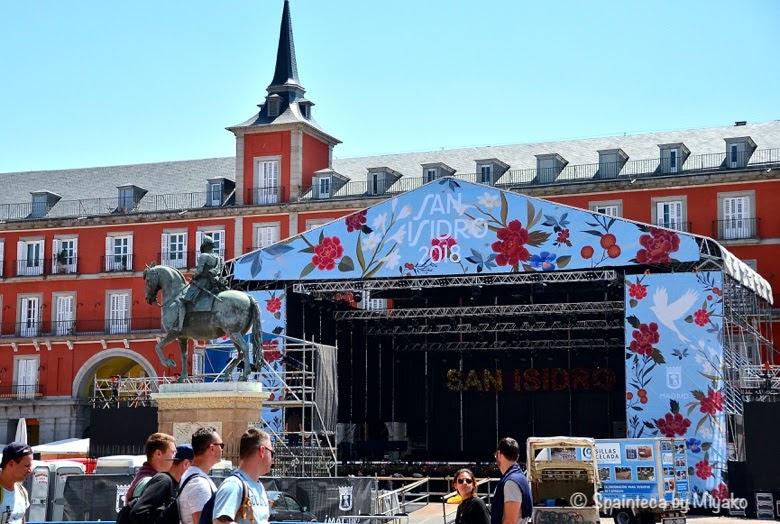 Fiestas San Isidro マドリードのサン·イシドロ祭のステージが設置されているマヨール広場