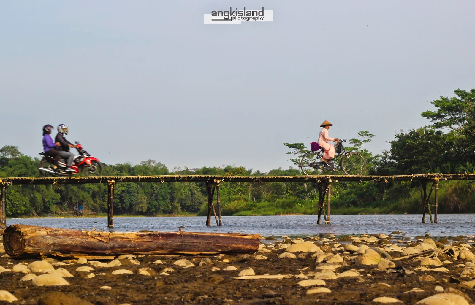 jembatan bambu pajangan