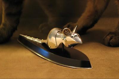 Lujosas armaduras para ratones para  repeler gatos.