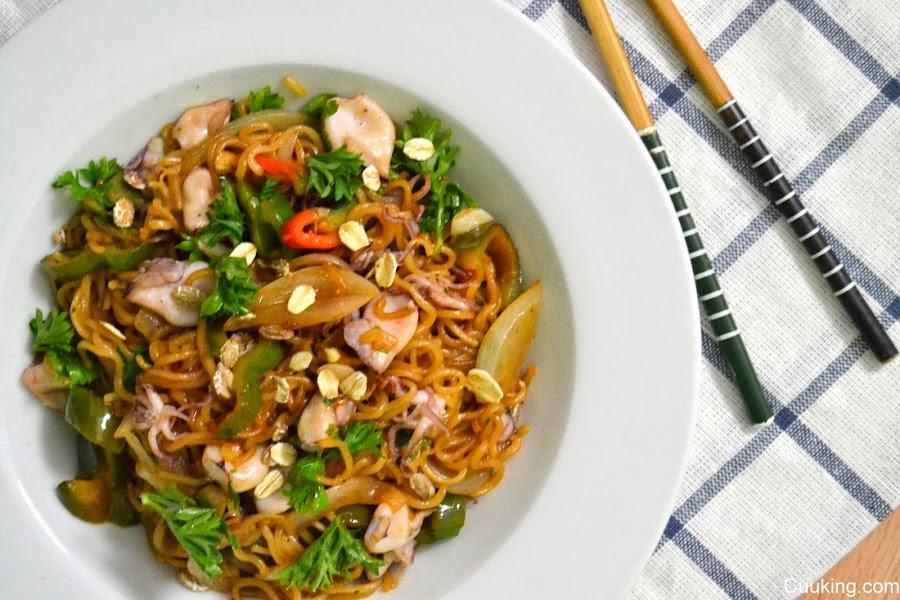 Pad Thai con chipirones (Fideos fritos al estilo tailandes)