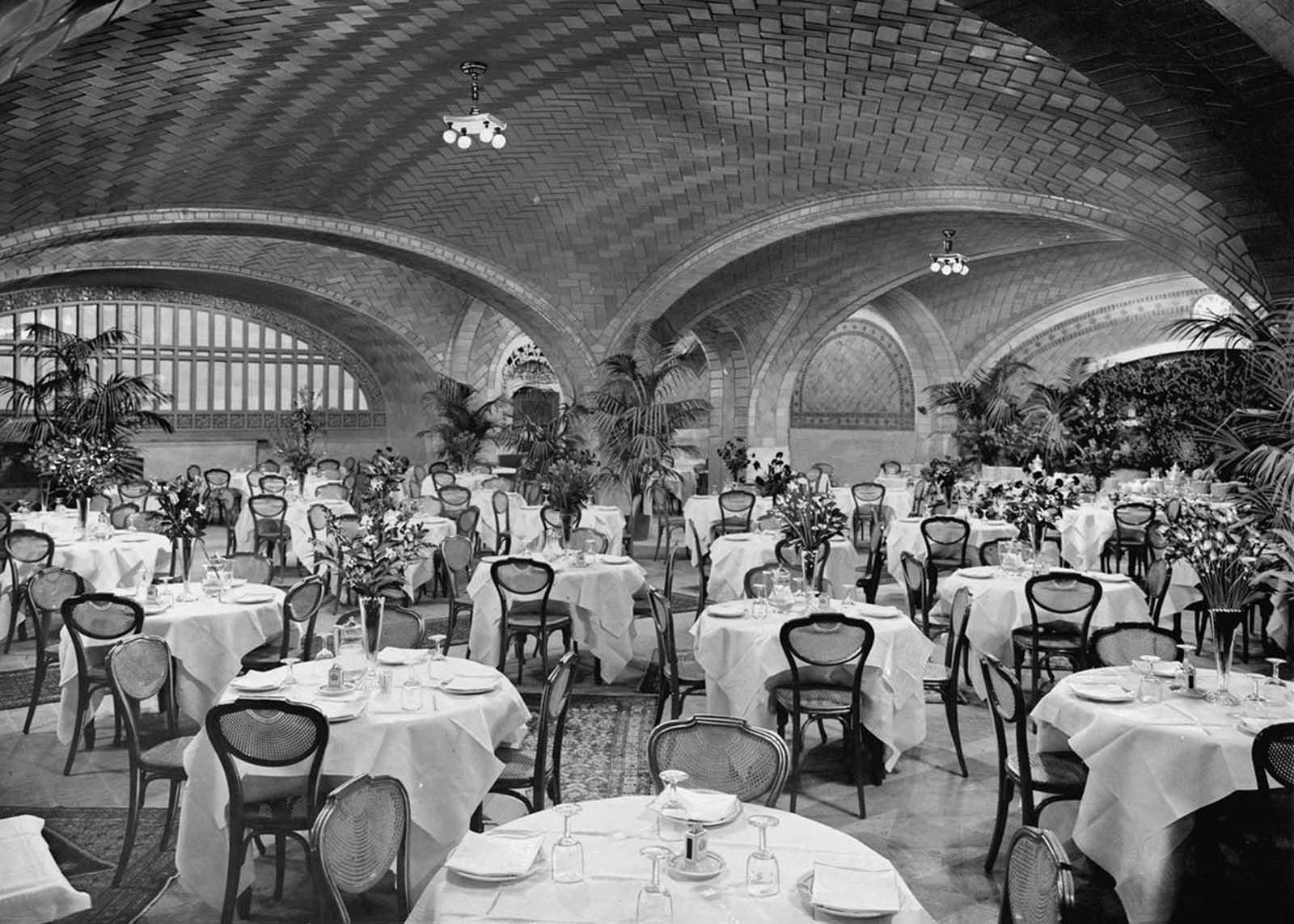 Restaurant, Grand Central Terminal, ca 1912.