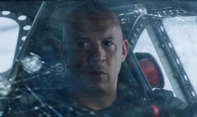"""Eletrizante 2º trailer de """"Velozes e Furiosos 8"""" tem chuva de carros e torpedos"""