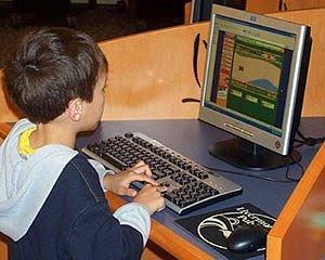 kid net surfing