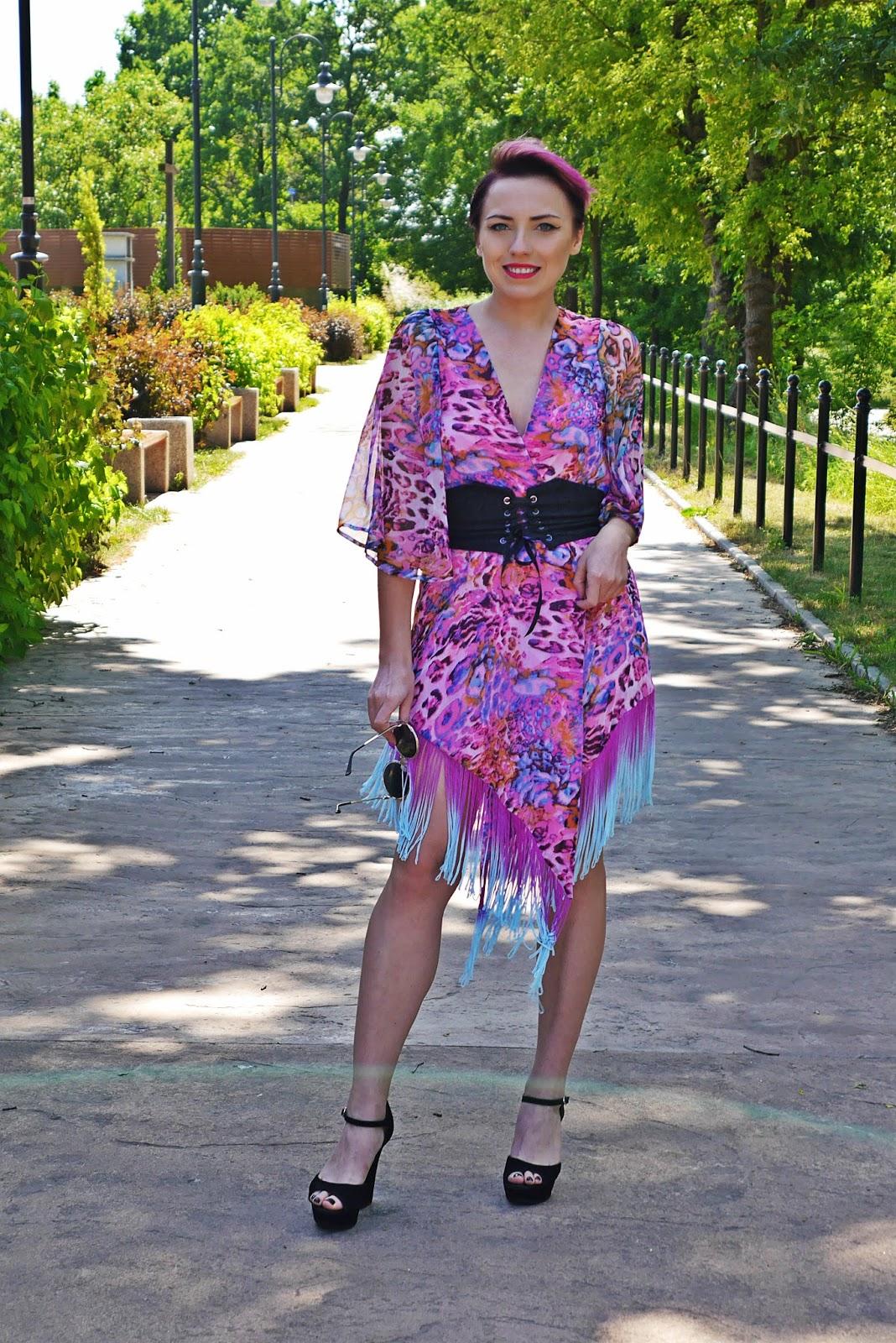 pink_kimonos_corset_belt_black_block_heels_karyn_blg_modowy_150617