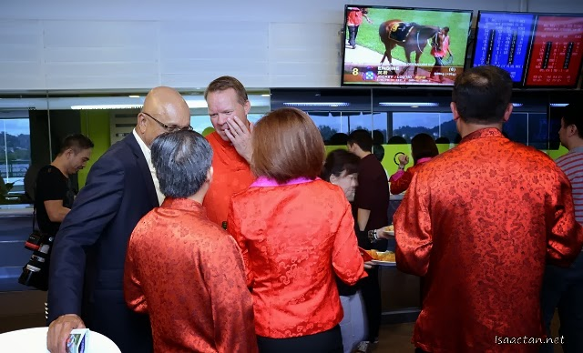 The VIPs were seen discussing on which horse to bet on