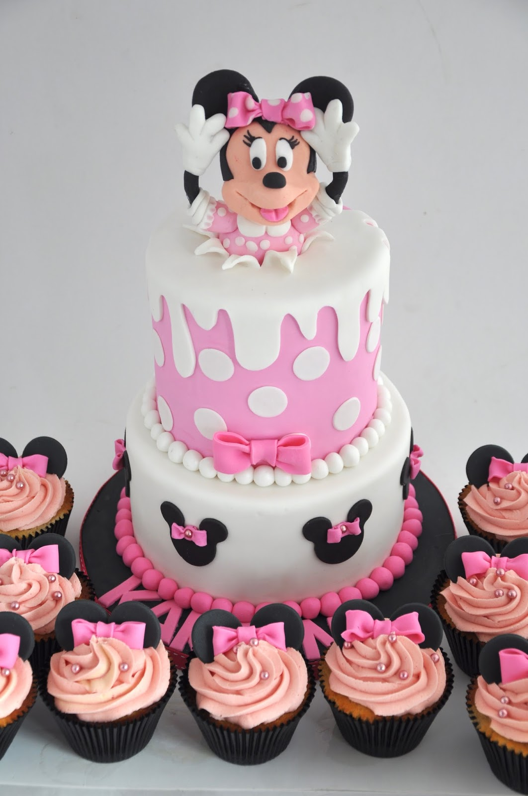 Rozannes Cakes Minnie mouse birthday cake and cupcakes