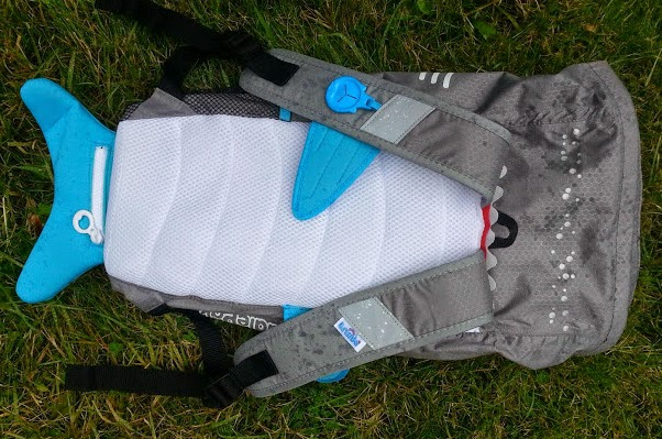 A Paddlepak from Trunki review - back cushioning padding and straps