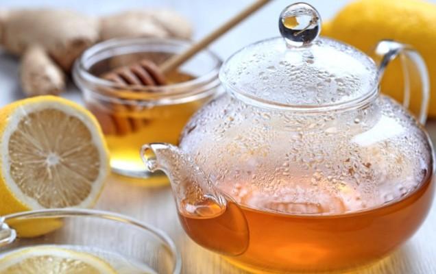 Τονωτικό τσάι με μέλι, λεμόνι και πιπερόριζα