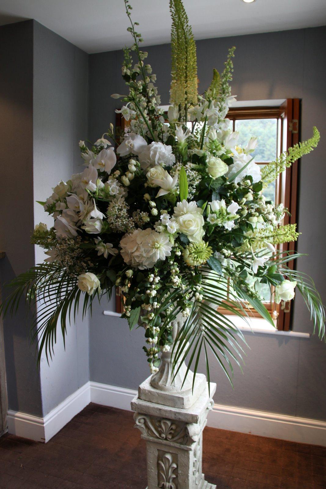 "Flower Design Wedding Ceremony Styling: English ""Secret"