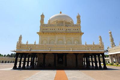 mausoleum-of-tipu-sultan-gumbaz-lal-bagh-srirangapatna