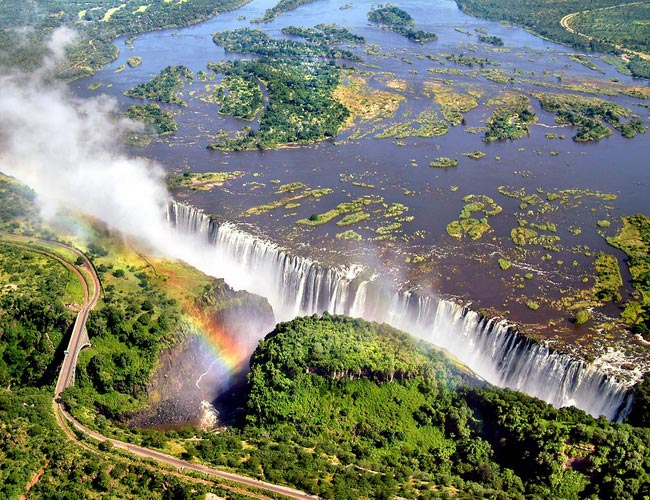 Xvlor Victoria Falls or Mosi-oa-Tunya is largest waterfall in the world