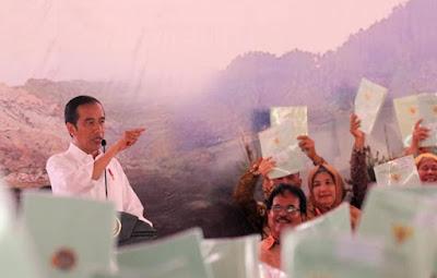 Kecolongan !!! 100 Sertifikat Tanah Yang Dibagikan Jokowi Bermasalah !!!