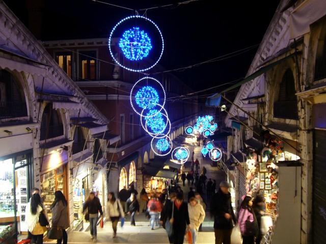 mercatini-di-natale-venezia-ponte-di-rialto-poracci-in-viaggio
