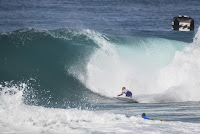 30 Kelly Slater Billabong Pipe Masters foto WSL Damien Poullenot