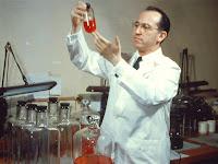 Jonas Salk, Penemu Vaksin Polio, Disuntik Vaksin Temuannya Sendiri