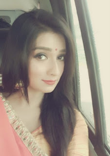 Sayantika goes to pandel before opening the puja