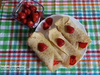 Naleśniki z truskawkami, dania z truskawkami, pomysł na danie z truskawkami, obiad z truskawkami
