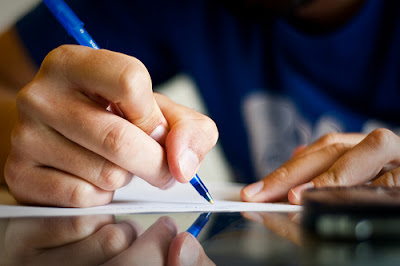 dia del escritor+pluma escribiendo