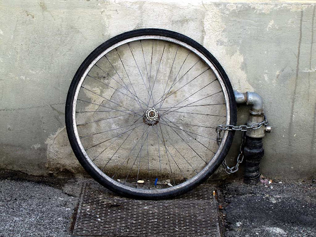 Chained wheel of a stolen bicycle, Livorno