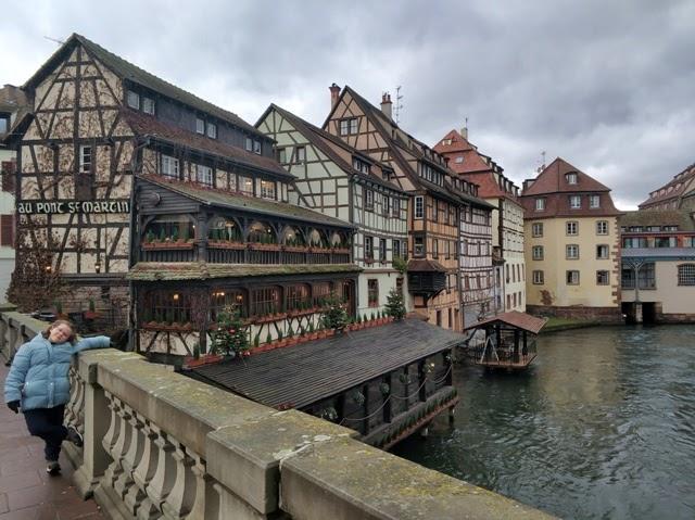 Helia disfrutando de la Petite France en Estrasburgo