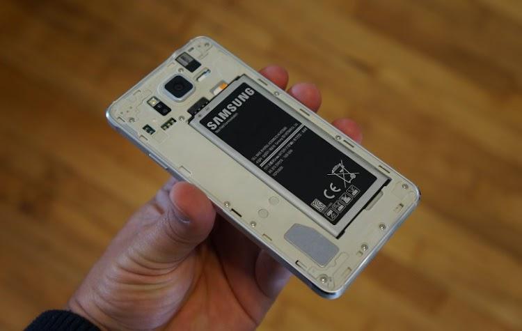 Cara Merawat Smartphone Non-Removable Batteray