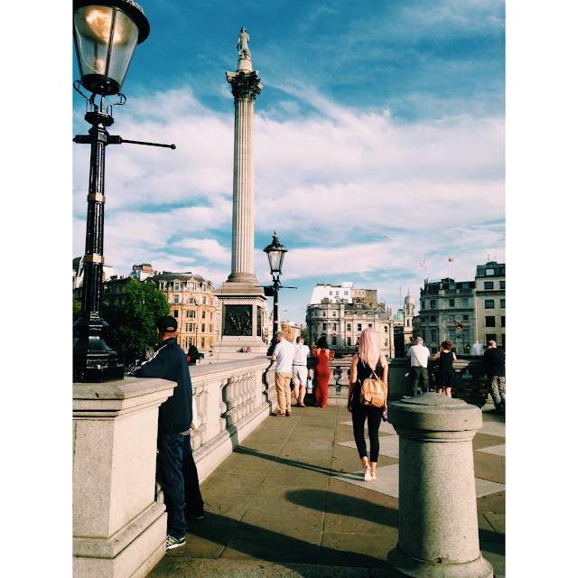 Trafalger Square, London, Blogger, Pink Hair, Levis, Suitcase, Road Trip, Trip, Weekend Away, Fabric, Sightseeing, Sunny, Tourist, Best Friends, Friend, England, Megabus, Museum, Selfie Stick