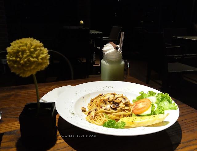 Makan di 81 Sky Resto