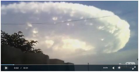 Awan Misterius Tutupi Langit, Warga Pun Geger (Video)