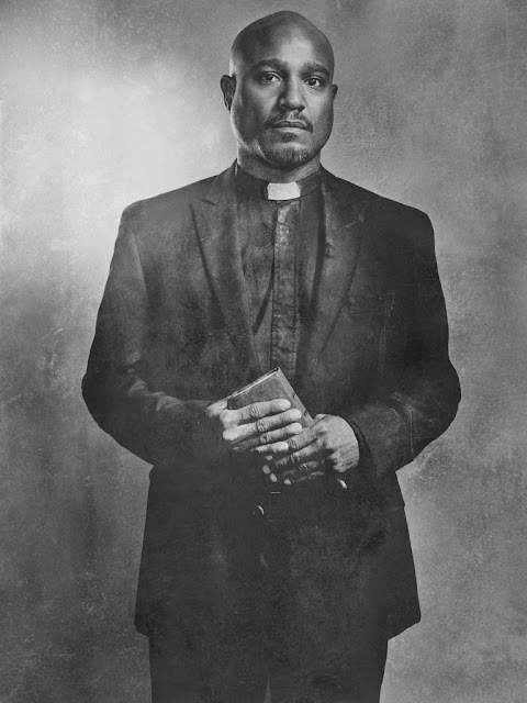 Seth Gilliam como Father Gabriel – The Walking Dead _ sexta temporada, Silver Portraits – Photo Credit: Frank Ockenfels 3/AMC