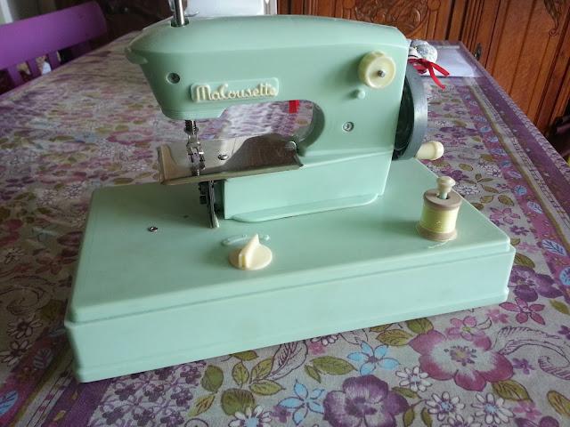 Des modes machine coudre jouet ma cousette for Machine a coudre king jouet