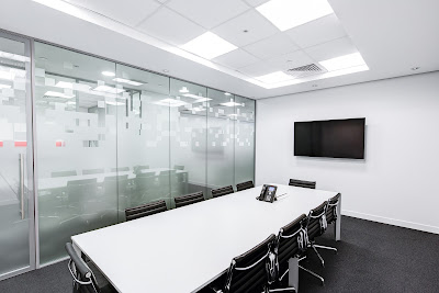 Meja Metting sebagai sarana untuk Diskusi karyawan dan Tamu